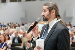 Джассер Дорошенко, главный врач Центра диагностики и хирургии заднего отдела глаза