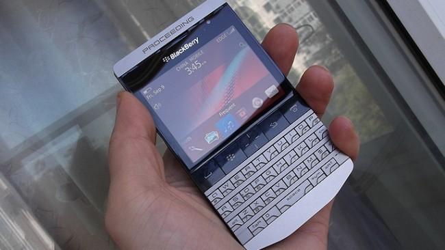 BlackBerry 9980 – смартфон класса «люкс» или ошибка дизайнера?