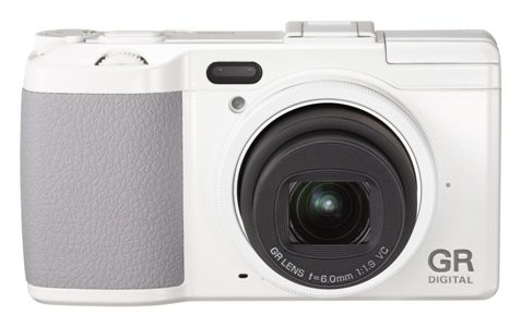 Много новых фотокамер - с зумом, ретро-дизайном и для творческих людей