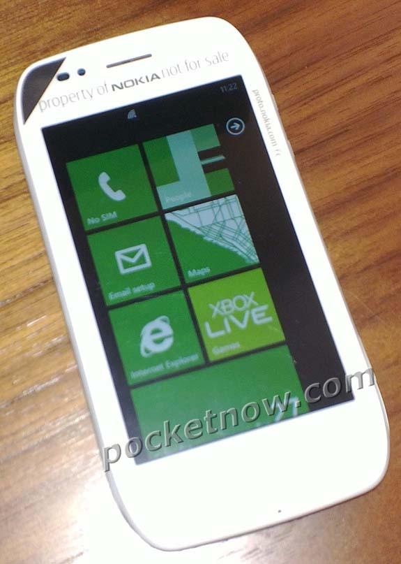 В сети появились шпионские фото еще одного WP7-смартфона Nokia