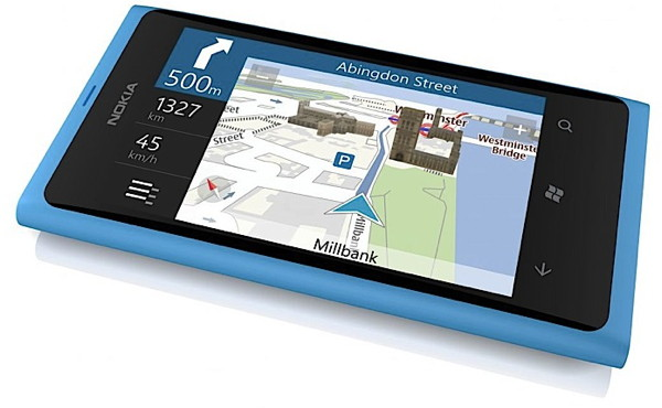 Nokia Lumia 800 - первый флагман от финнов на базе Windows Phone 7