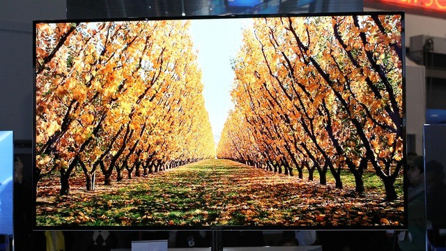 Samsung представила 55-дюймовый супер-телевизор с OLED-дисплеем