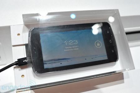 Fujitsu показала прототип телефона на базе четырехъядерного процессора Tegra 3