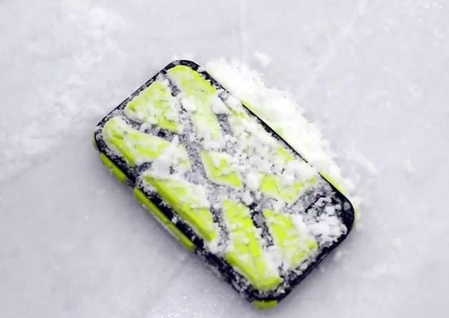 Чехлы G-Form сделают iPhone экстремально прочным – хоть в хоккей играй
