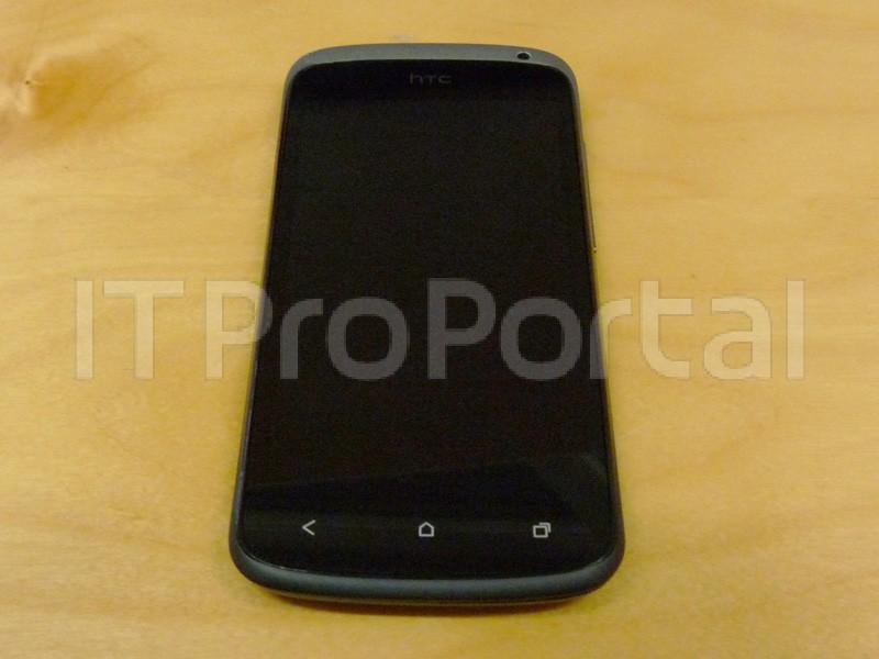 HTC One S засветился на фото
