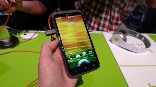 HTC привезла на MWC новые смартфоны One V, 4-ядерный One X, One S, а также показала обновленный интерфейс Sense 4.0