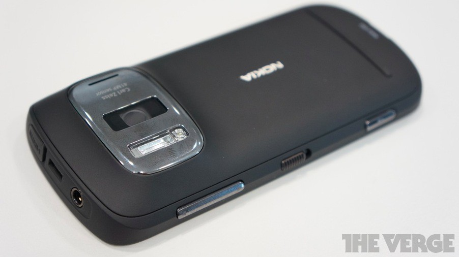 Финны поразили всех: новая Nokia 808 PureView оснащена 41 Мп фотокамерой!