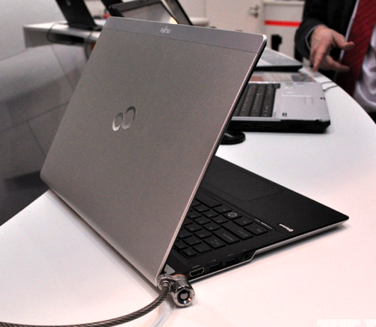 Fujitsu показала на CeBIT Lifebook UH572 и концепт ультрабука премиум-класса
