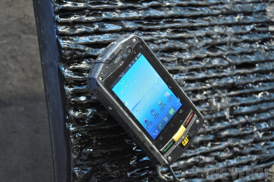 Caterpillar анонсировала суперпрочный смартфон CAT B10