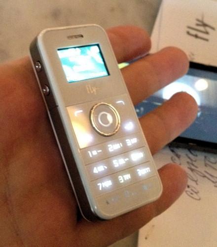 Под брендом Fly может выйти «iPhone Nano»