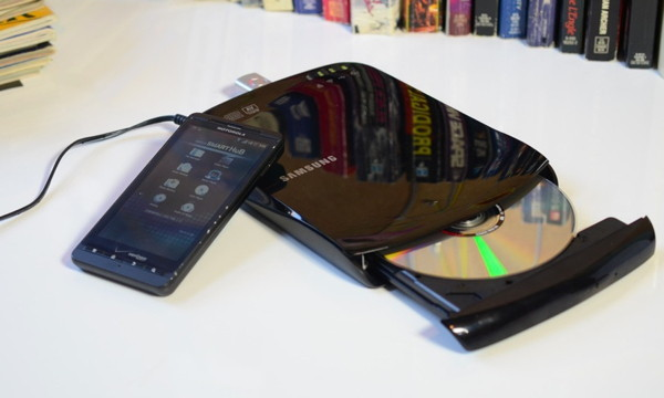 Беспроводной DVD-привод Samsung Optical Smart Hub SE-208BW - оживляет впечатления!