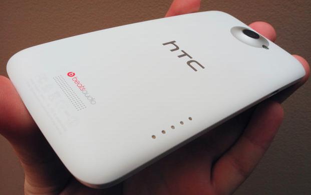 HTC: покупатели предпочитают тонкие телефоны аппаратам с мощной батареей