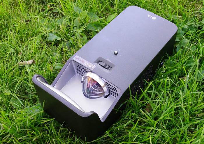 Обзор проектора LG Minibeam PF1000U: Широкая картинка для дома