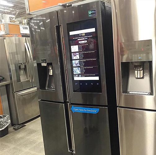 Техника «наступает»: разумный холодильник самостоятельно зашел наPornHub