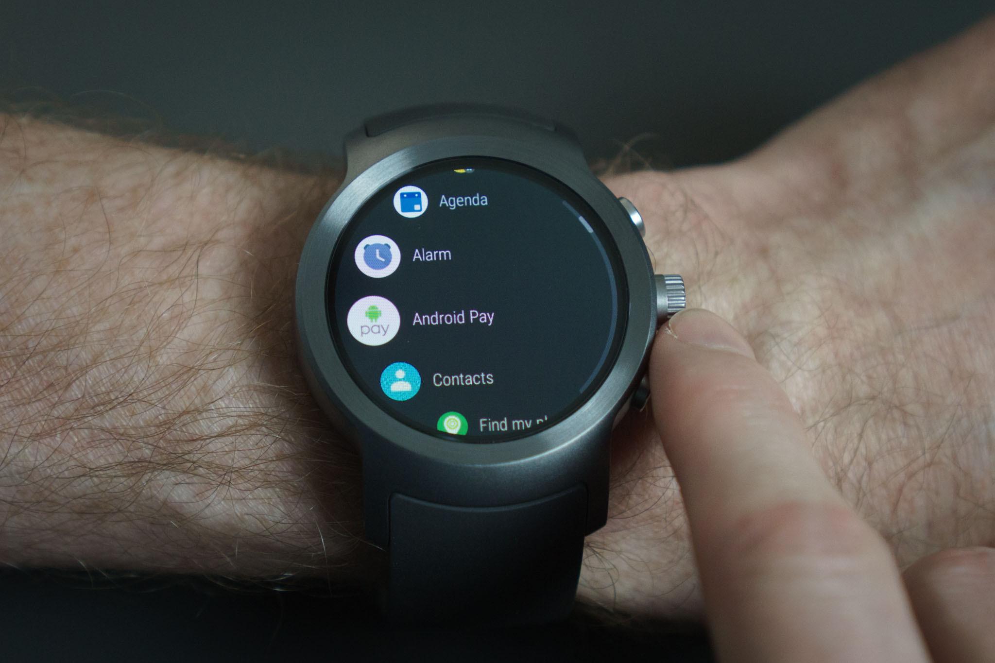 Стоимость часы на андроиде мужские продам золотые часы