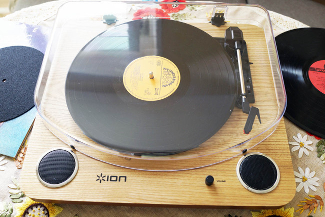 Виниловый проигрыватель ION Audio Max LP