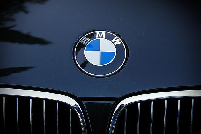 В 2019 году в продаже появятся умные часы BMW