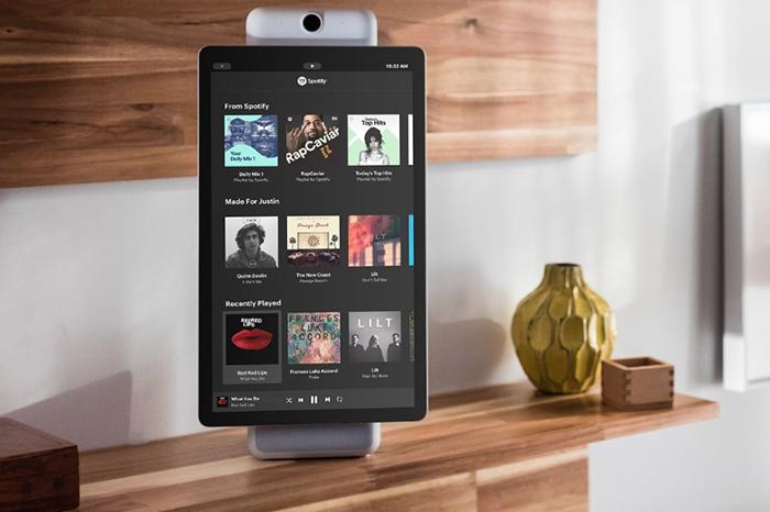 Домашние смарт-экраны Facebook Portal и Portal+ умеют следить за пользователями во время видеоконференций