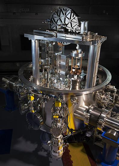 Килограмм стал килограммнее: утвержден новый способ измерения эталона веса