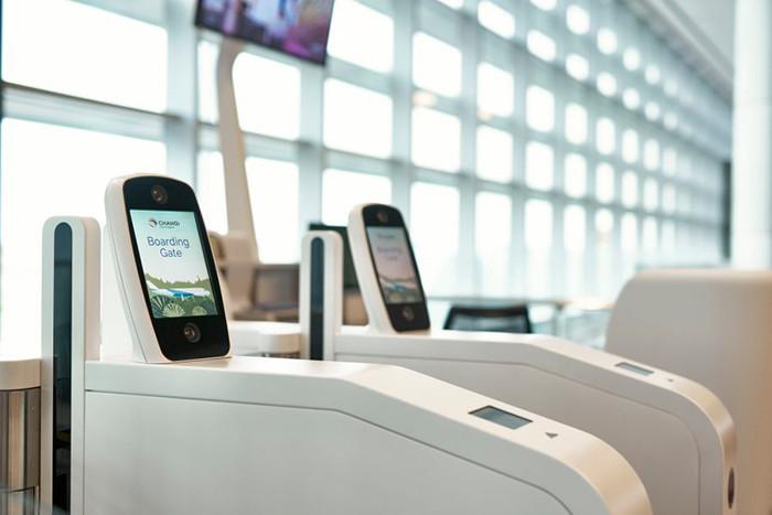 В России в самолеты начнут пускать по смартфонам. Они придут на смену бумажным посадочным талонам