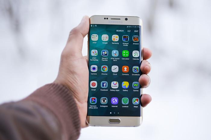 Продажи смартфонов Samsung рухнули. Во всем виноваты китайцы