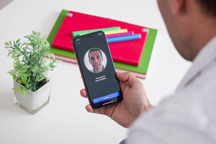 Смартфоны с системой разблокировки по лицу удалось одурачить гипсовой моделью головы. Выдержала испытание только одна модель