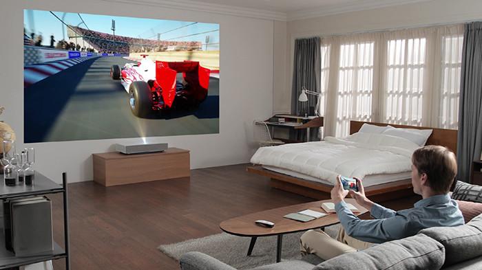Новый проектор LG умеет формировать 90-дюймовое 4K-изображение с расстояния в пять сантиметров