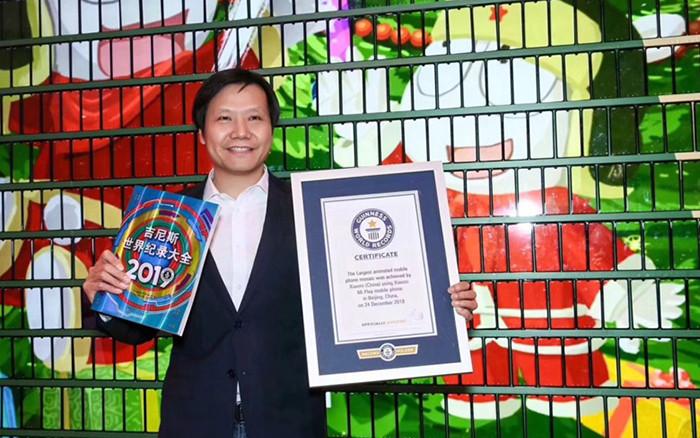 Xiaomi собрала елку из тысячи смартфонов и попала в Книгу рекордов Гиннеса