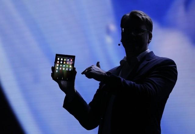 CES 2019. Раскрыты сроки начала продаж первого гибкого раскладного смартфона Samsung