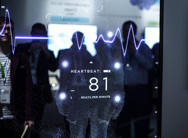 CES 2019. Умное зеркало Panasonic умеет фиксировать сердечный ритм и делать кардиограмму