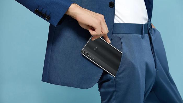 В России представили огромный 7,12-дюймовый смартфон Honor 8X Max с батареей на 5000 мАч