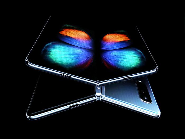 «Раскладушками 2.0»: в чем смысл смартфонов-книжек с гибкими экранами?