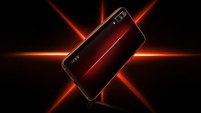 Игровой смартфон Vivo iQOO получил Snapdragon 855, подсветку корпуса и аккумулятор на 4000 мАч