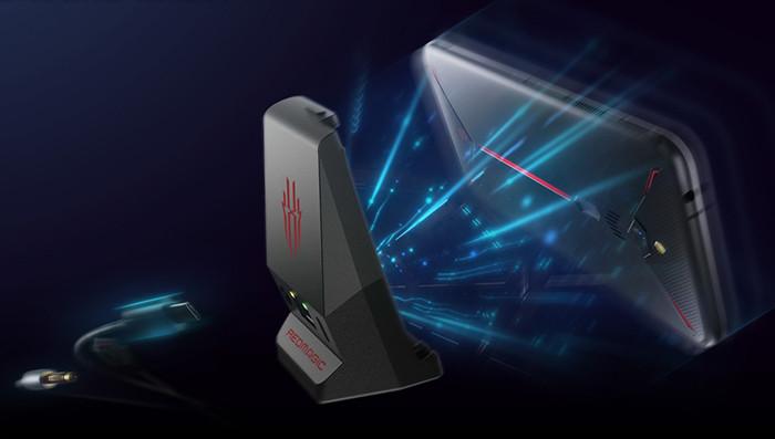 ZTE разработала необычный игровой смартфон с кулером и аккумулятором на 5000 мАч