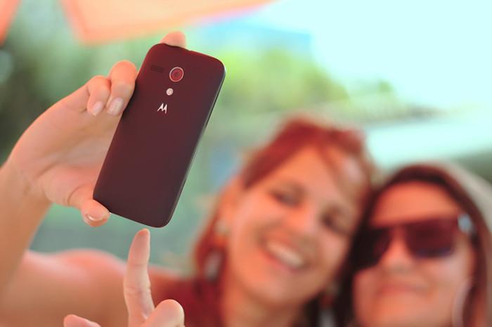 Выбираем между старым флагманом и современным смартфоном среднего класса: по 5 аргументов за первый и за второй