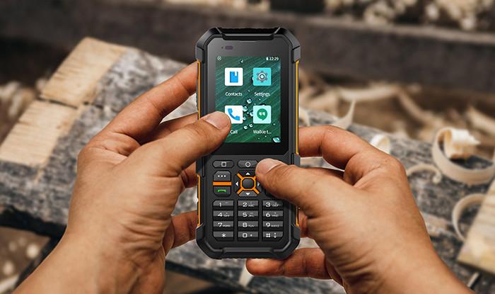Китайский кнопочный телефон получил ОС Android, сенсорный экран, LTE, NFC и защиту от воды