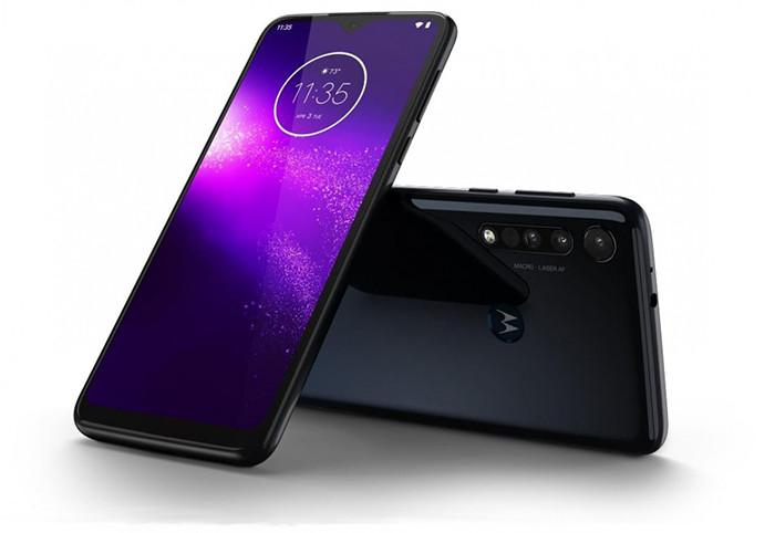 Премьера: Motorola анонсировала недорогой смартфон с мощным аккумулятором и необычными камерами