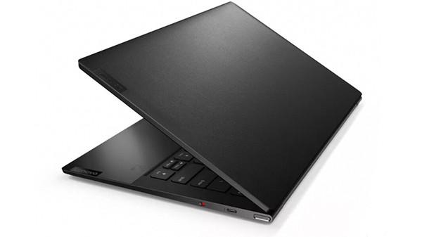Lenovo представила в России два «кожаных» ноутбука и планшет с огромным OLED-экраном