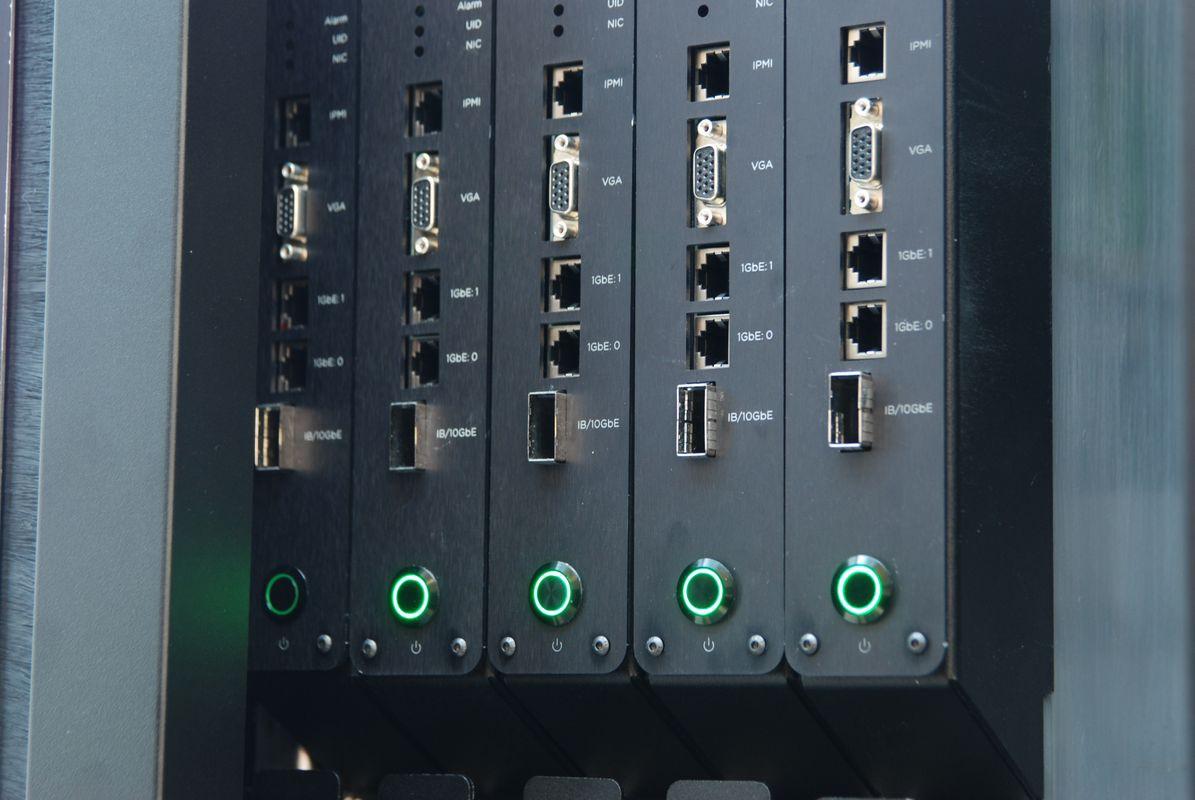 CeBIT: Icetope охлаждает серверы полным погружением в жидкость