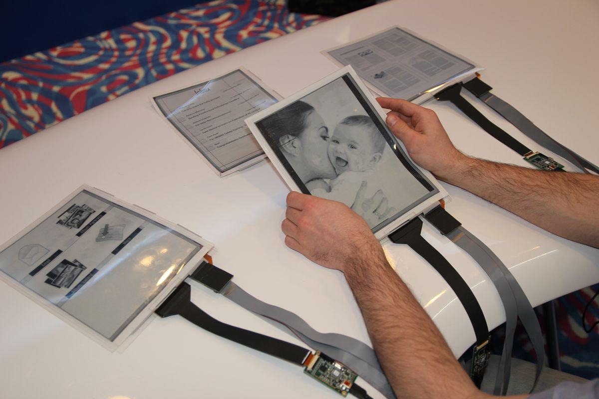 CES: PaperTab — планшет с гибким экраном