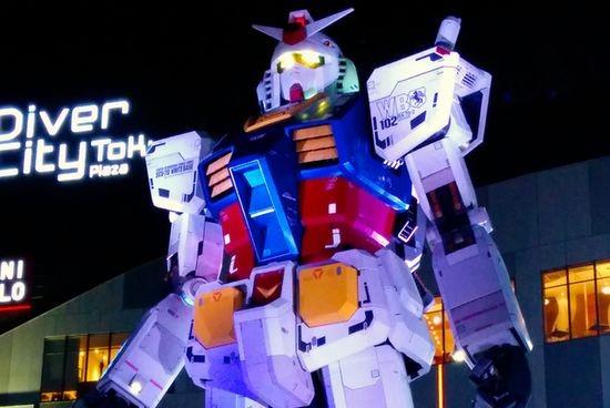 Gundam — ходячий робот с шестиэтажный дом