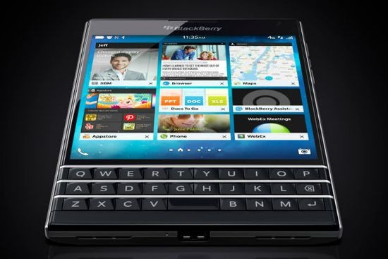 Квадратный BlackBerry Passport — только для бизнеса