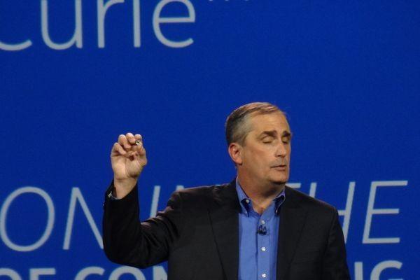 CES: Компьютер Intel Curie умещается в пиджачной пуговице