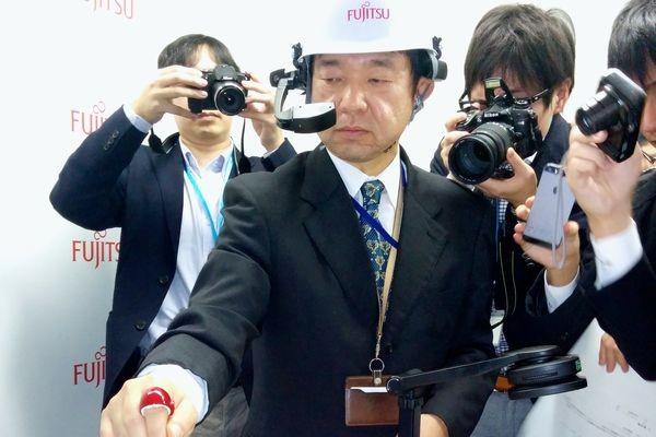 Кольцо Fujitsu позволяет писать заметки, изображая буквы в воздухе