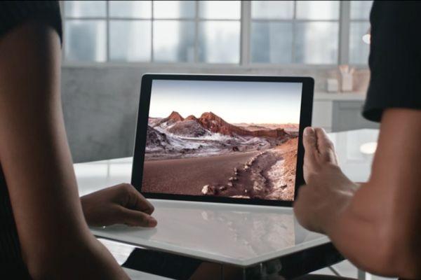 В Apple представили гигантский iPad c клавиатурой и пером
