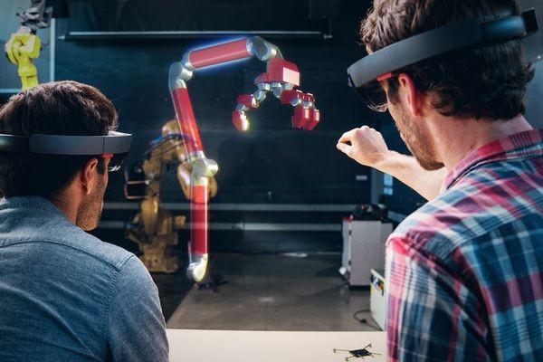Autodesk реализует поддержку шлема дополненной реальности Microsoft HoloLens
