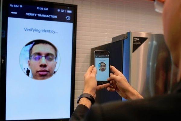 В Mastercard разрабатывают систему авторизации платежей с помощью селфи
