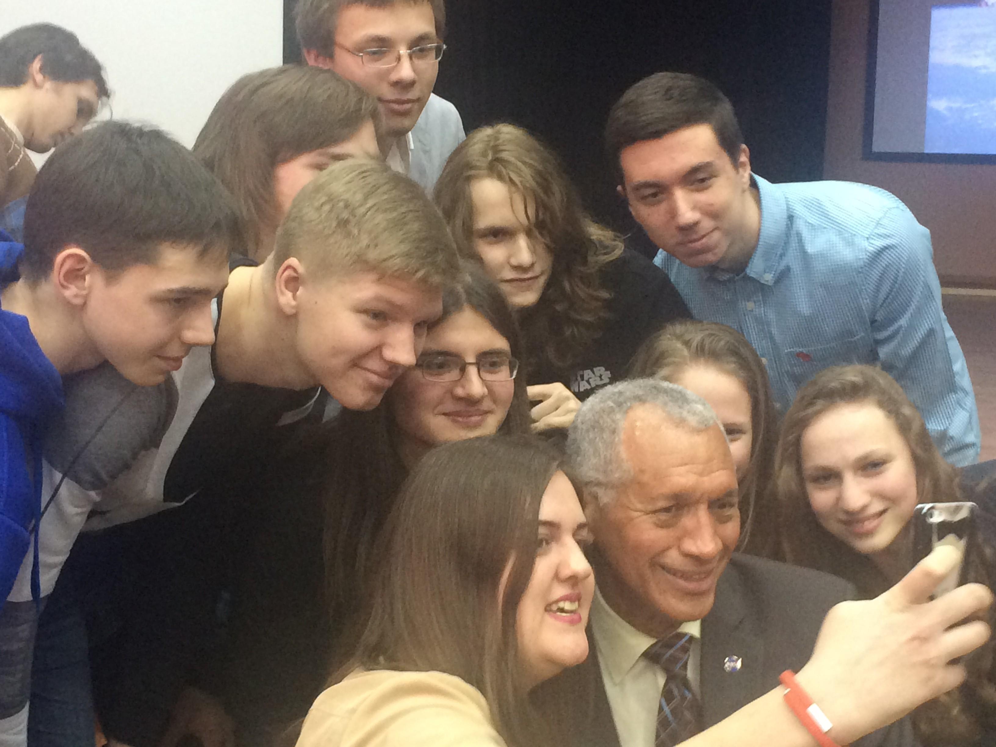 Глава НАСА посетил московскую школу