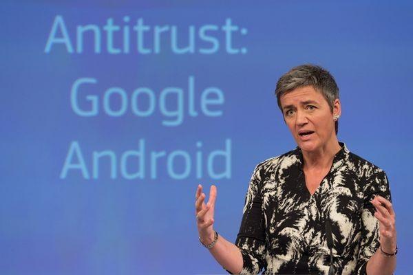 Google обвинили в навязывании производителям смартфонов своих технологий