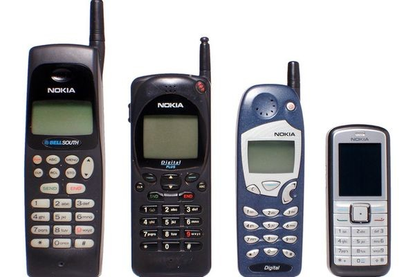 Microsoft уходит с рынка кнопочных телефонов и продает марку Nokia